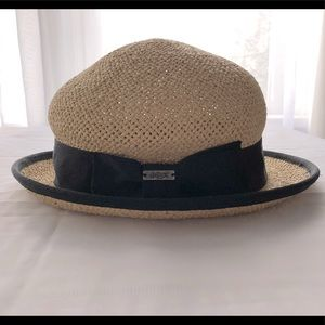 deLux straw Hat. Here comes summer!